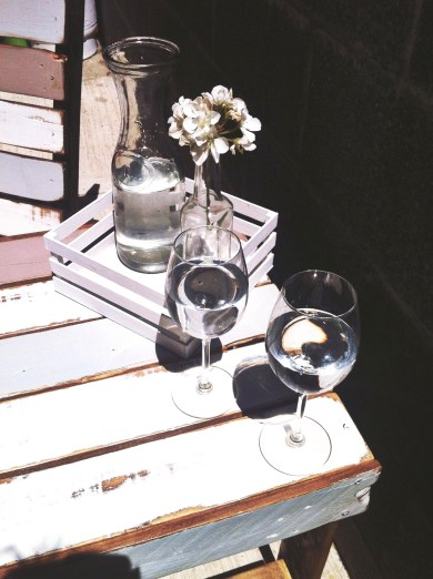 Some simple accessories for a table and oour backyard already has more charm and a coziness