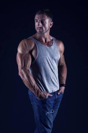 big-muscles-man-anavar