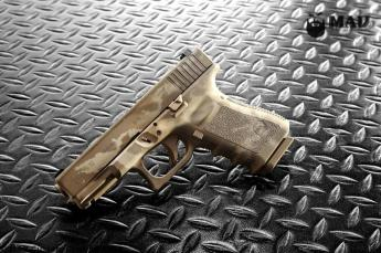 2 color MAD Grunge Camo Glock 19 in Magpul FDE & Desert Sand