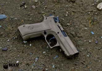 Desert Eagle in War Torn Cerakote Magpul FDE & Desert Sand w/MAD Black