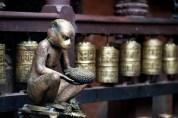 Monkey statue holding a jackfruit (Golden Temple, Patan)