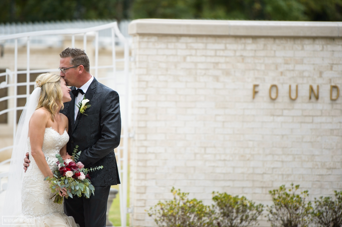 Guesthouse at Graceland wedding photography bride and groom couples portraits