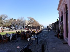Courtyard cafés with tables and a view