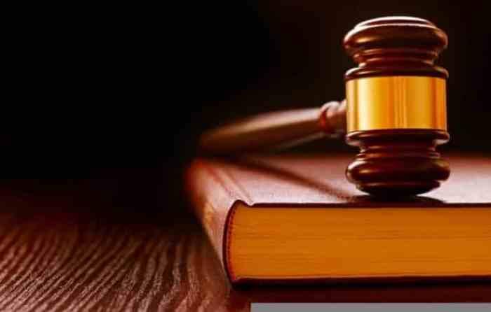 Contoh teks anekdot tentang hukum