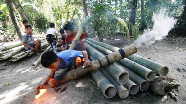 Permainan Tradisional Mercon Bambu