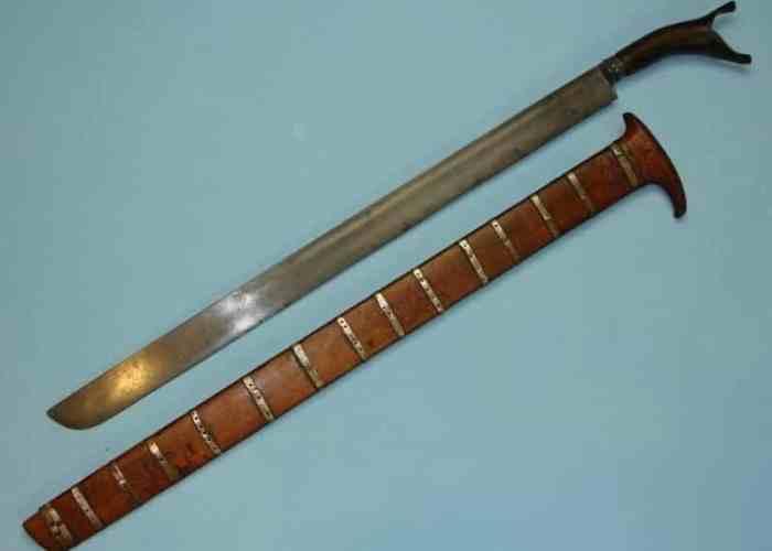 Senjata Tradisional Peudeung