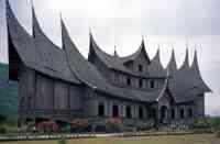 Rumah Gadang Adalah Rumah Adat Dari Provinsi
