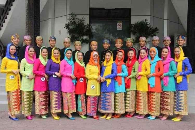 Pakaian Adat Betawi untuk Wanita