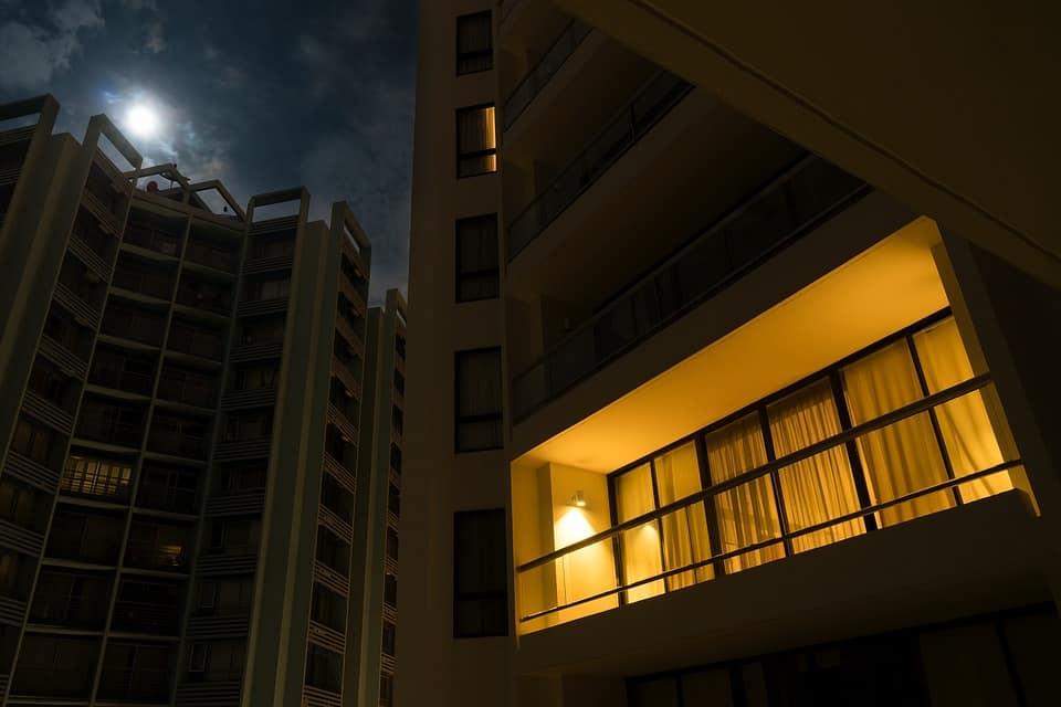 Malam di Apartemen