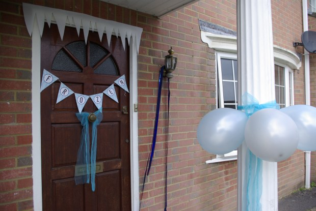 Frozen themed party decorations. Icicles, bunting and balloons at the house entrance.