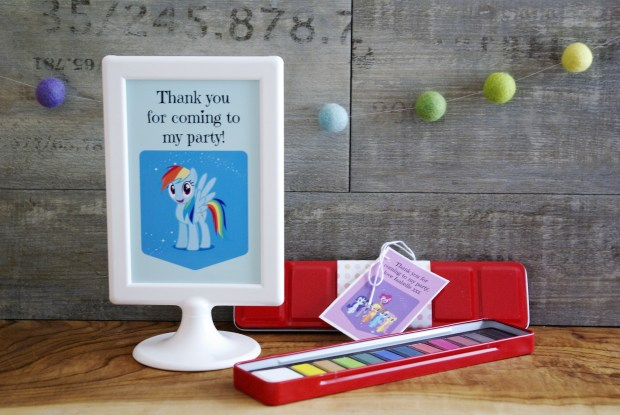 Paint pallet party favour. Party bag ideas by Made By Me Craft Parties