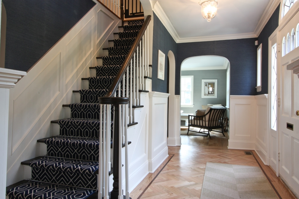 Dazzling Stair Carpet Treads In Staircase Traditional With Foyer | Carpet Styles For Stairs | Bound | American Style | Traditional | Curved Stair | Tuftex