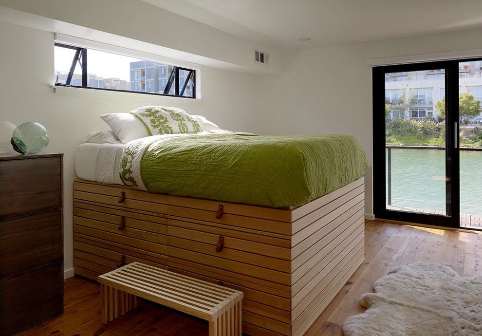Built-in Platform Beds Decorate With Leather Furniture