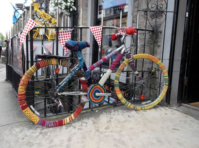 Tour de France yarn bombing.