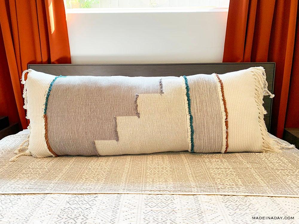 diy extra long lumbar pillow from a throw