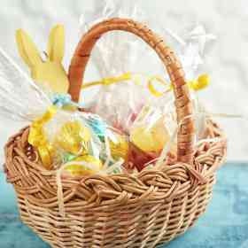 Helping you come up with unusual Easter basket ideas for toddlers. Grab our ideas on Made in a Pinch and follow us on Pinterest for more helpful tips and easy recipes.
