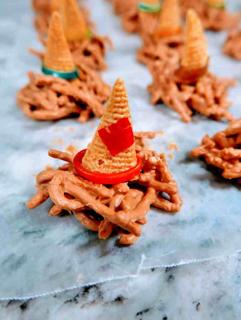 scarecrow hat snacks with the added patch from fruit roll-up