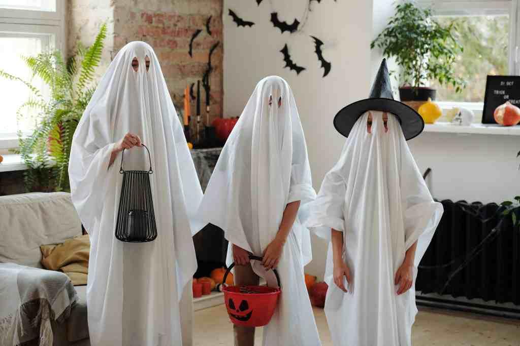 kids dressed as ghosts