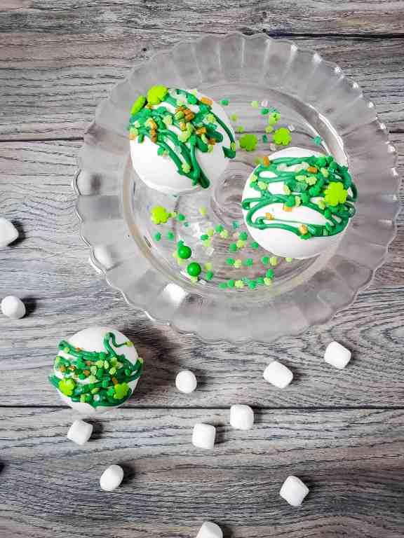 St. Patrick's Day DIY hot cocoa bombs