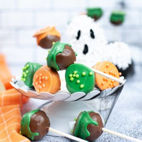 cauldron Halloween cake pops