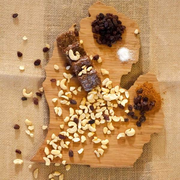 Cinnamon Raisin Cashew Energy Bites Ingredients