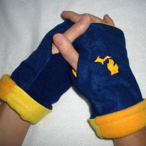 Michigan Reversible Fingerless Gloves