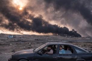 Sergey Ponomarev pour le New York Times et World Press Photo - Informations générales second prix - Qayyara, prés de Mossoul, le 12 novembre 2016. Une famille fuit les combats qui opposent l'armée irakienne à l'EI