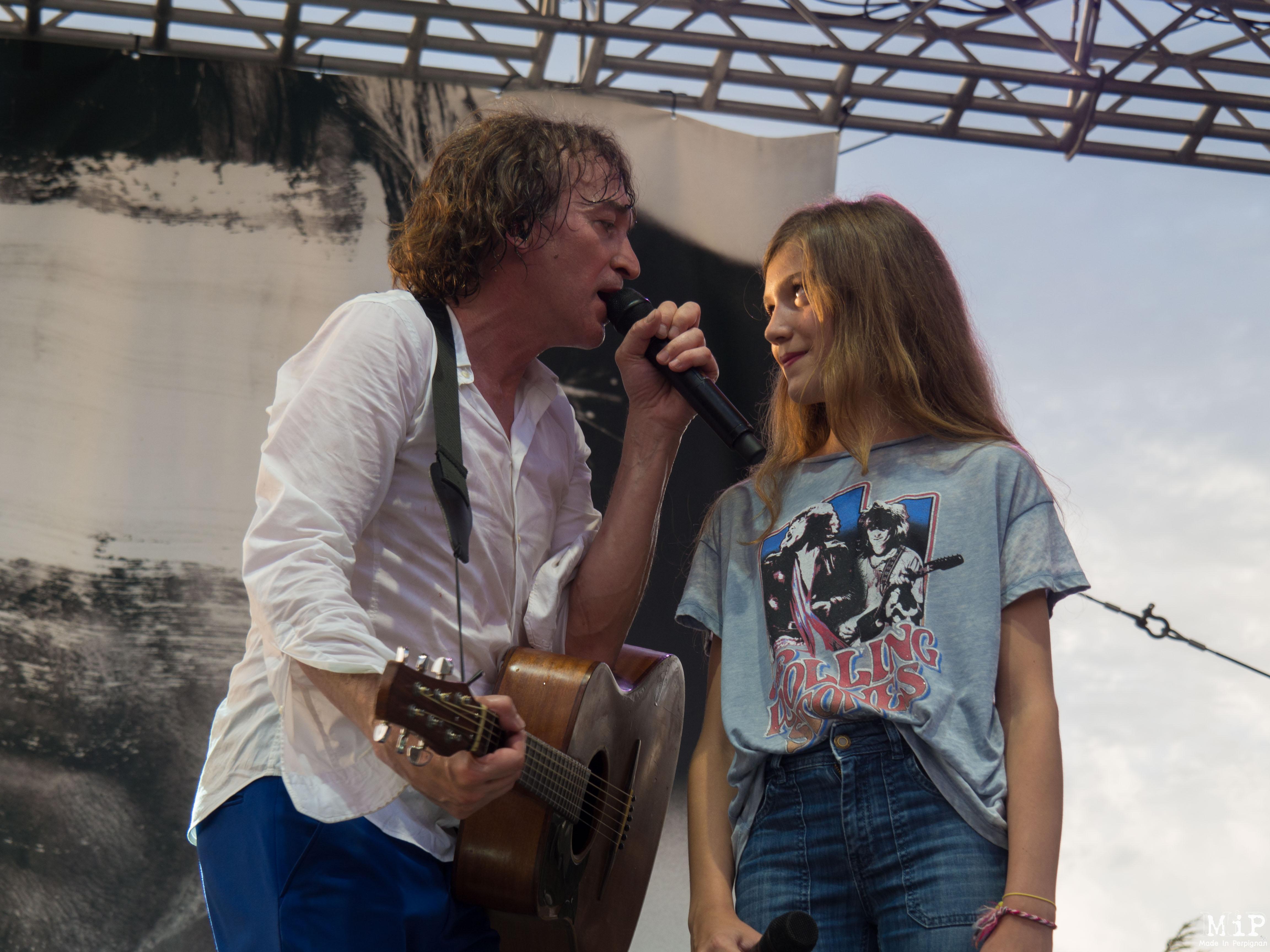 Cali en duo avec sa fille Coco