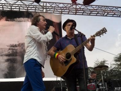 Cali invite sur scène le chanteur des Silencers Jimme Oneill