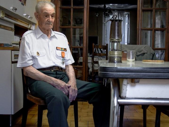 Pierrot Lopez, 93 ans, fils de l'immigration espagnole, mineur de fond, résistant décoré par l'Etat Français: «C'est malheureux quand même, mais on va être envahi. Nous on avait du travail. Il faut accueillir les gens, mais si on ne leur donne pas du travail, ils vont vivre de quoi?»