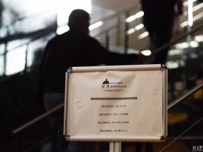 Escalier du Palais des Congrès où la presse et les grands électeurs attendaient les résultats