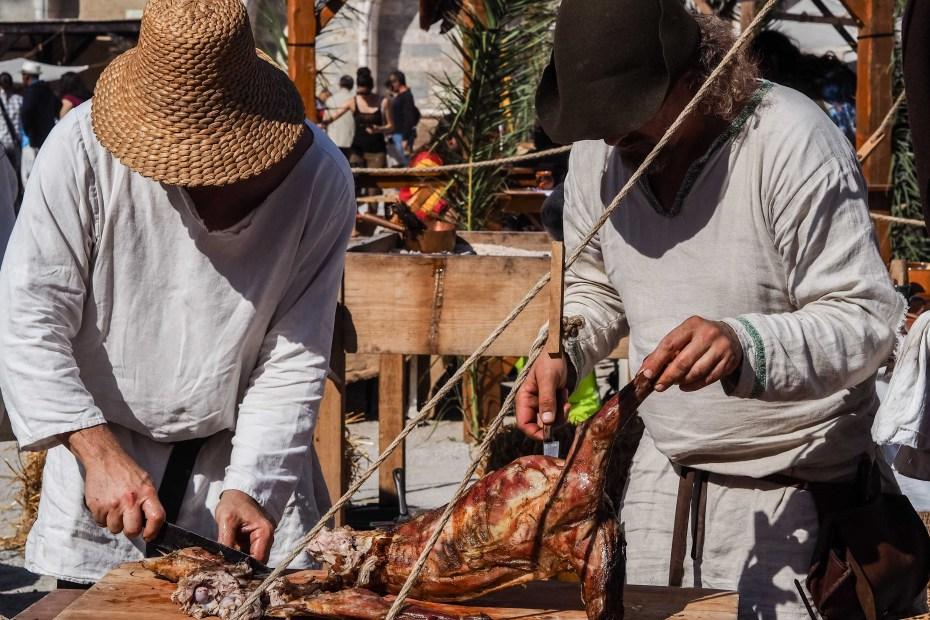 Les compagnies médiévales organisent des banquets au Campo Santo