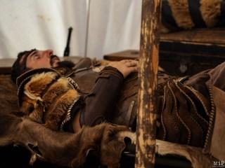 Un chevalier se repose après un combat harassant