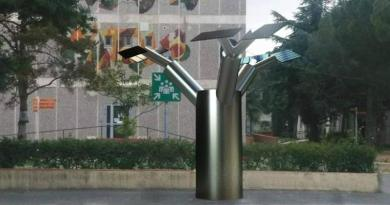Un arbre solaire pour recharger gratuitement les portables – Le projet fou des étudiants perpignanais