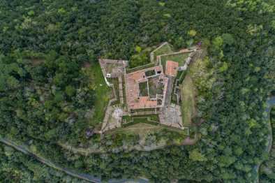 chateau-fort-amélie-les-bains-vue-du-ciel