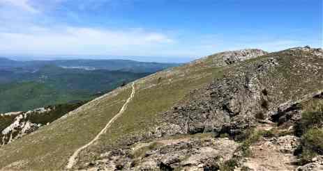 sentier-qui-mène-au-pech-de-bugarach