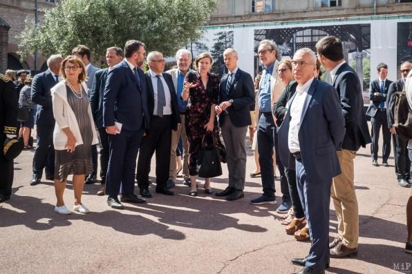 Visa pour l'Image 31e édition - Kirsten Luce avec Franck Riester, ministre de la Culture