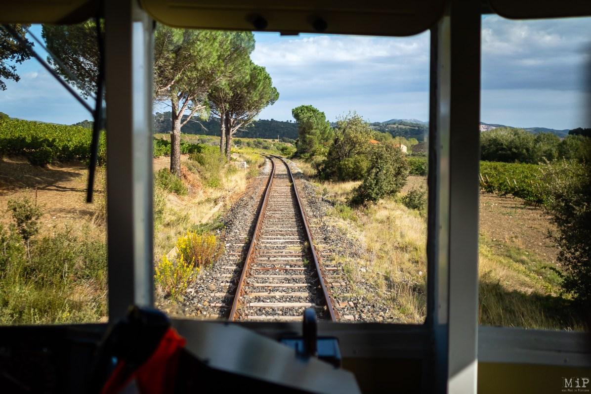 Le flot des paroles de Philippe, notre conducteur, ne tarit pas quand il s'agit de nous dévoiler les secrets du maniement d'un train. Un passionné de l'objet et de son histoire. L'occasion pour tous les rêveurs d'échanger avec les conducteurs prolixes d'anecdotes et de souvenirs.