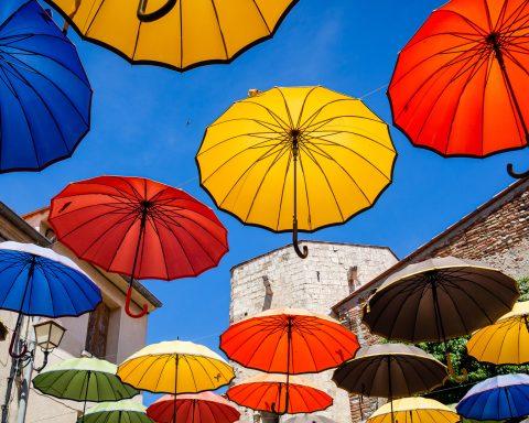 Parapluies Sainte Marie la Mer amoureux Saint Valentin