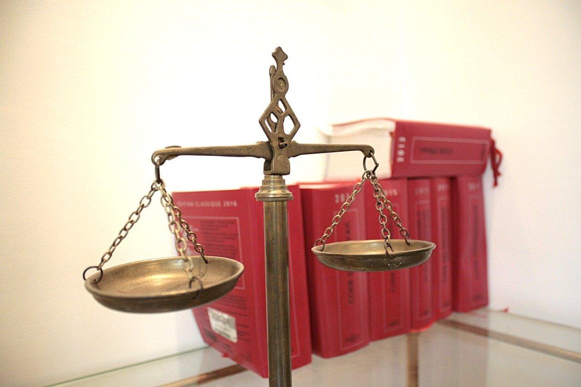 Loi justice code - plainte médecins Coronavirus collectif C19