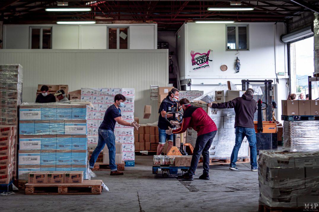 28/04/2020, Perpignan, France, Restos du coeur distribution colis alimentaire pauvreté précarité, solidarité Dragons Catalans Coronavirus © Arnaud Le Vu / MiP / APM