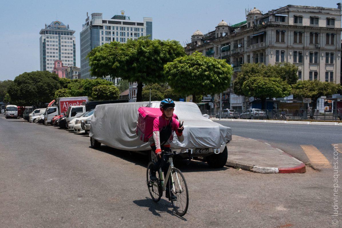 Le secteur de la livraison à domicile a explosé ces dernières semaines, avec la plupart des restaurants uniquement autorisés à servir à emporter. © Ludivine Paques