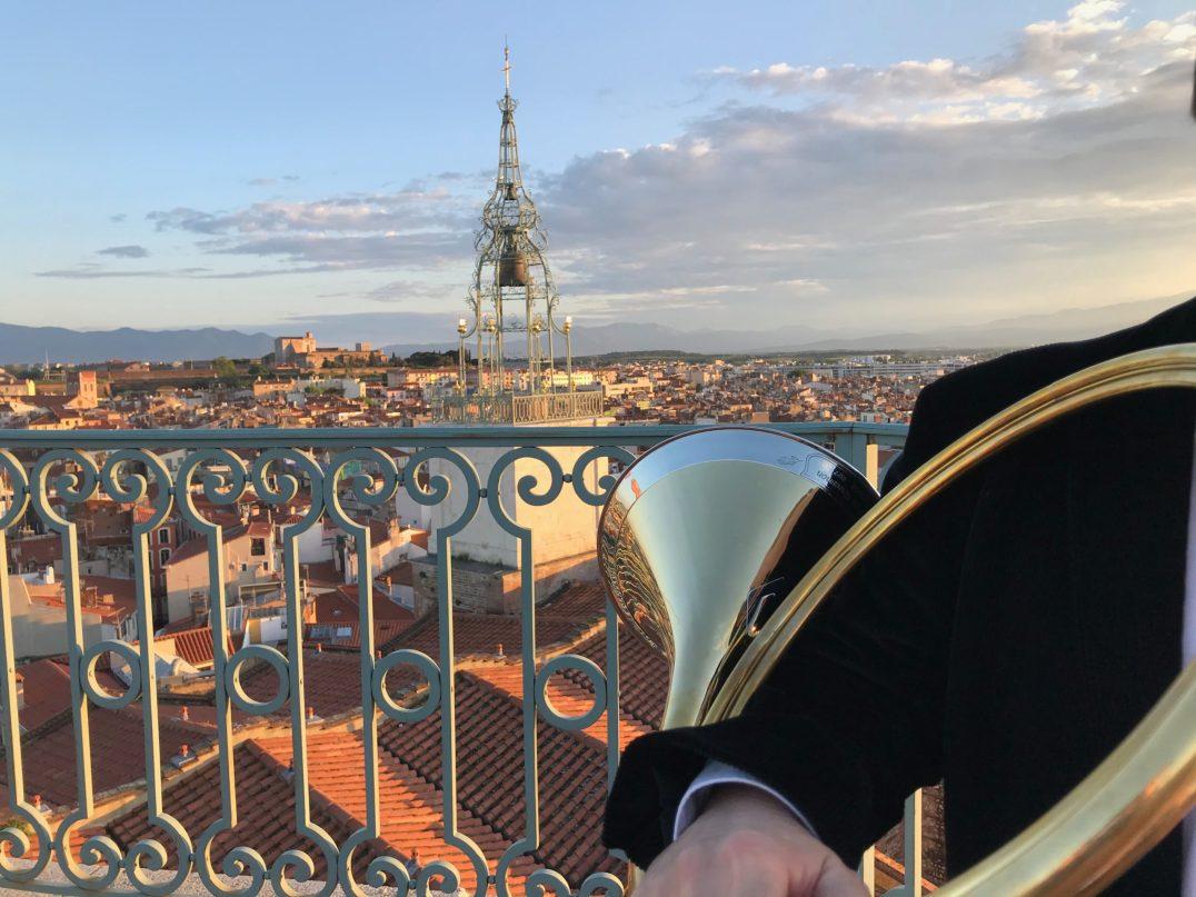 John Lepoultier, corniste, et Elizabeth Vitu, carillonneur ont voulu fêté la Sant Jordi