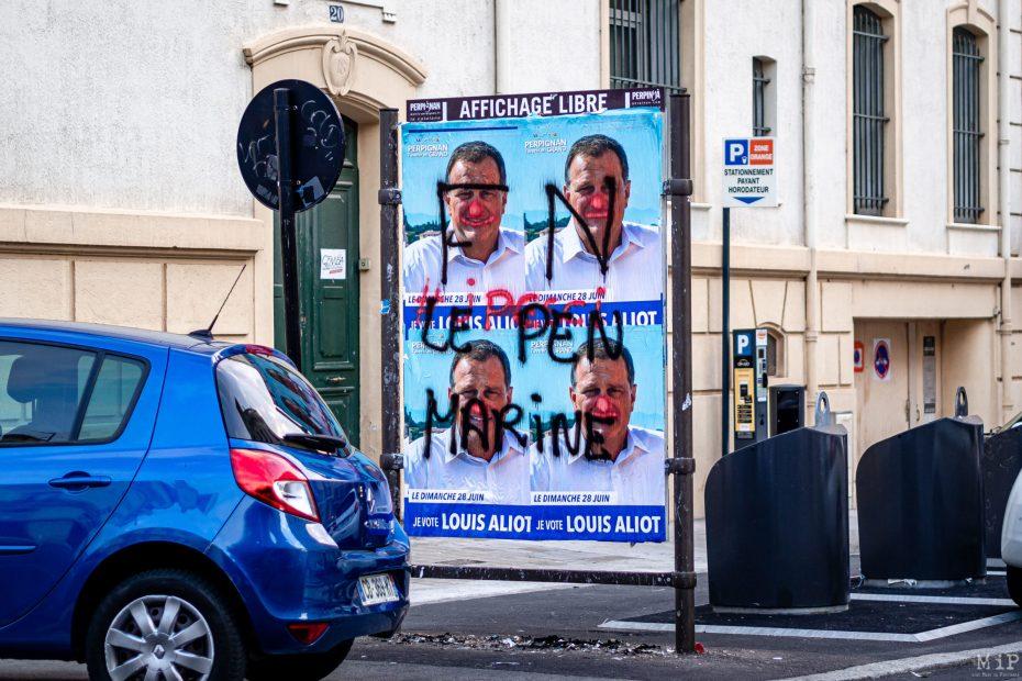 Les panneaux électoraux de Perpignan tagués la veille du scrutin du 28 juin.