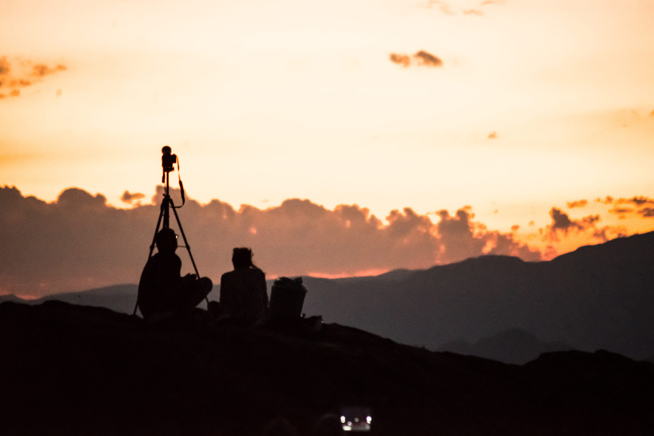 Photographers and visitors are waiting to see Neowise comet in the sky above Perpignan. Photography by Stephane Ferrer Yulianti. Photographes et curieux sont venu voir la comete neowise dans le ciel au dessus de Perpignan. Photographie de Stephane Ferrer Yulianti.
