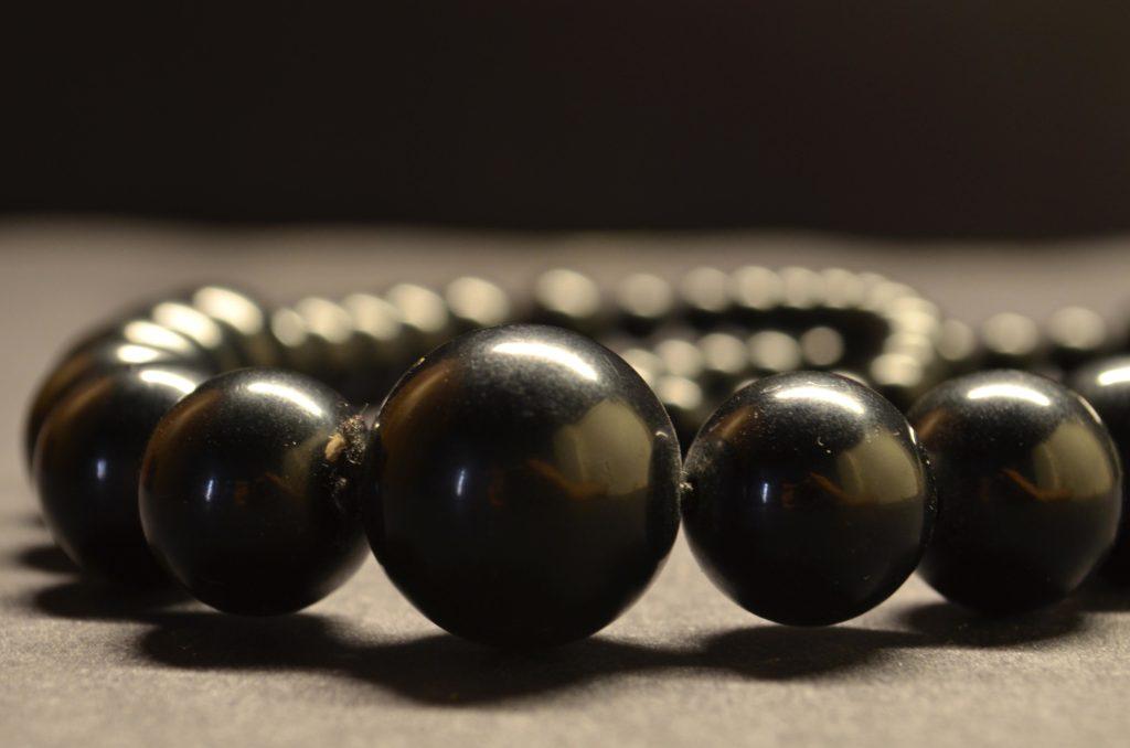 Perles noires en bijouterie