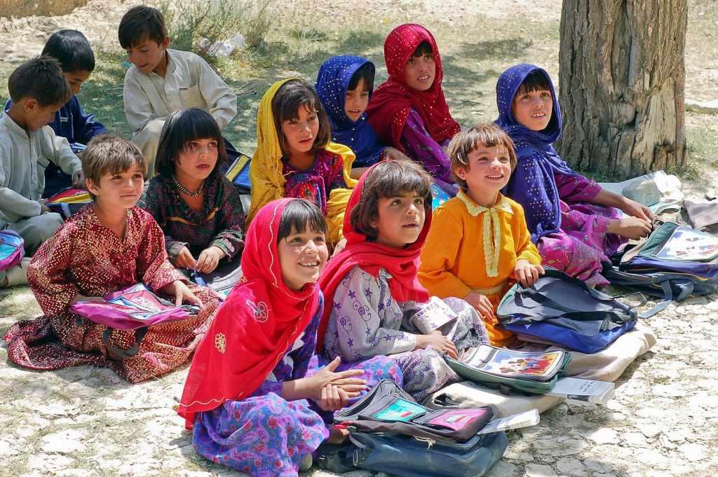 Des écolières de la section pour filles de l'école de Bamozai, près de Gardêz, dans la province de Paktya en Afghanistan. © Capt. John Severns, U.S. Air Force