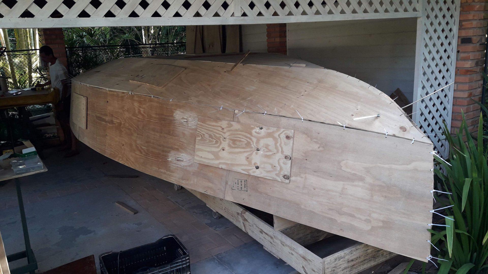 Aprenda a construir um veleiro em casa