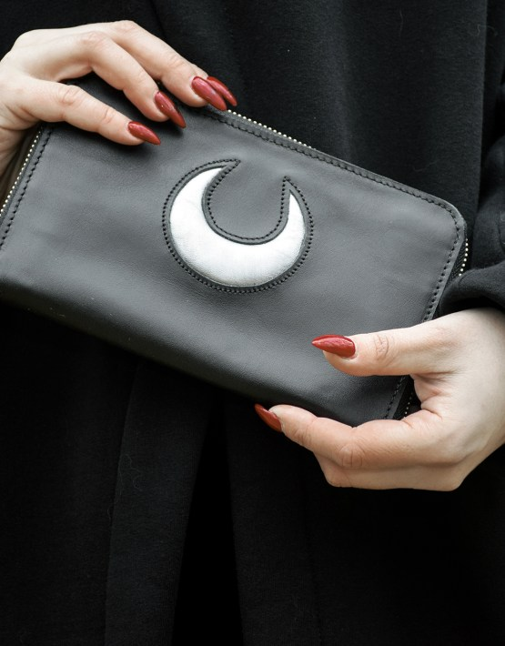 black zip clutch wallet
