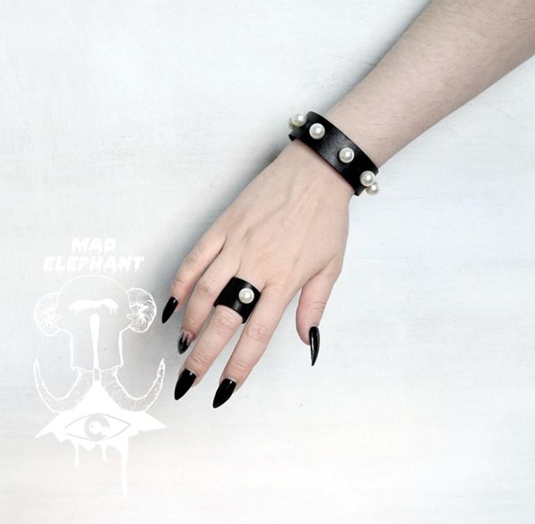 pearl bracelet black leather